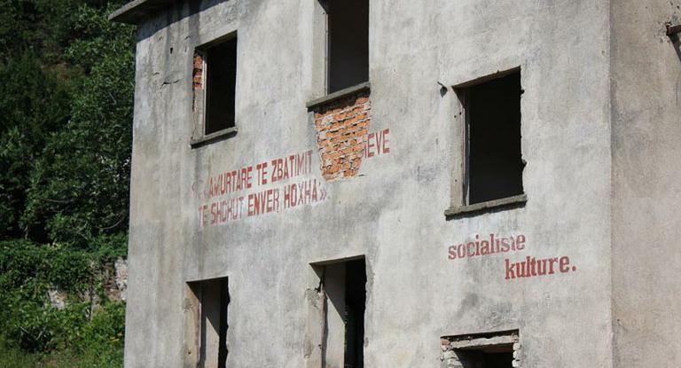 Albania- Edificio del regime