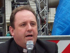 Il vice sindaco Berardino Fiorilli con don Marco Pagniello