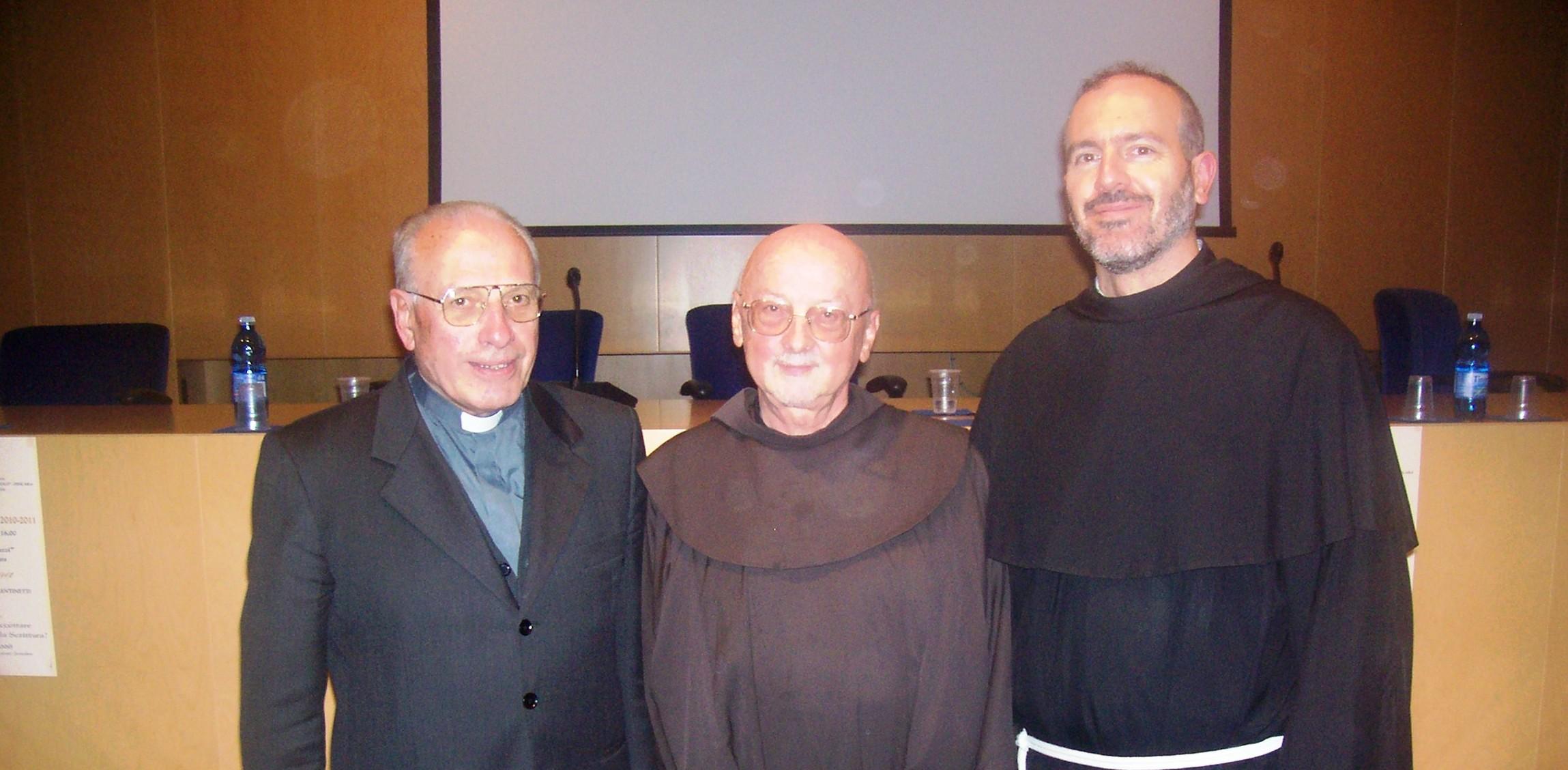 """Padre Manns con il vicario dell'arcidiocesi di Pescara-Penne, monsignor Giuseppe Comerlati, ed il preside del """"Toniolo"""", padre Roberto Di Paolo"""