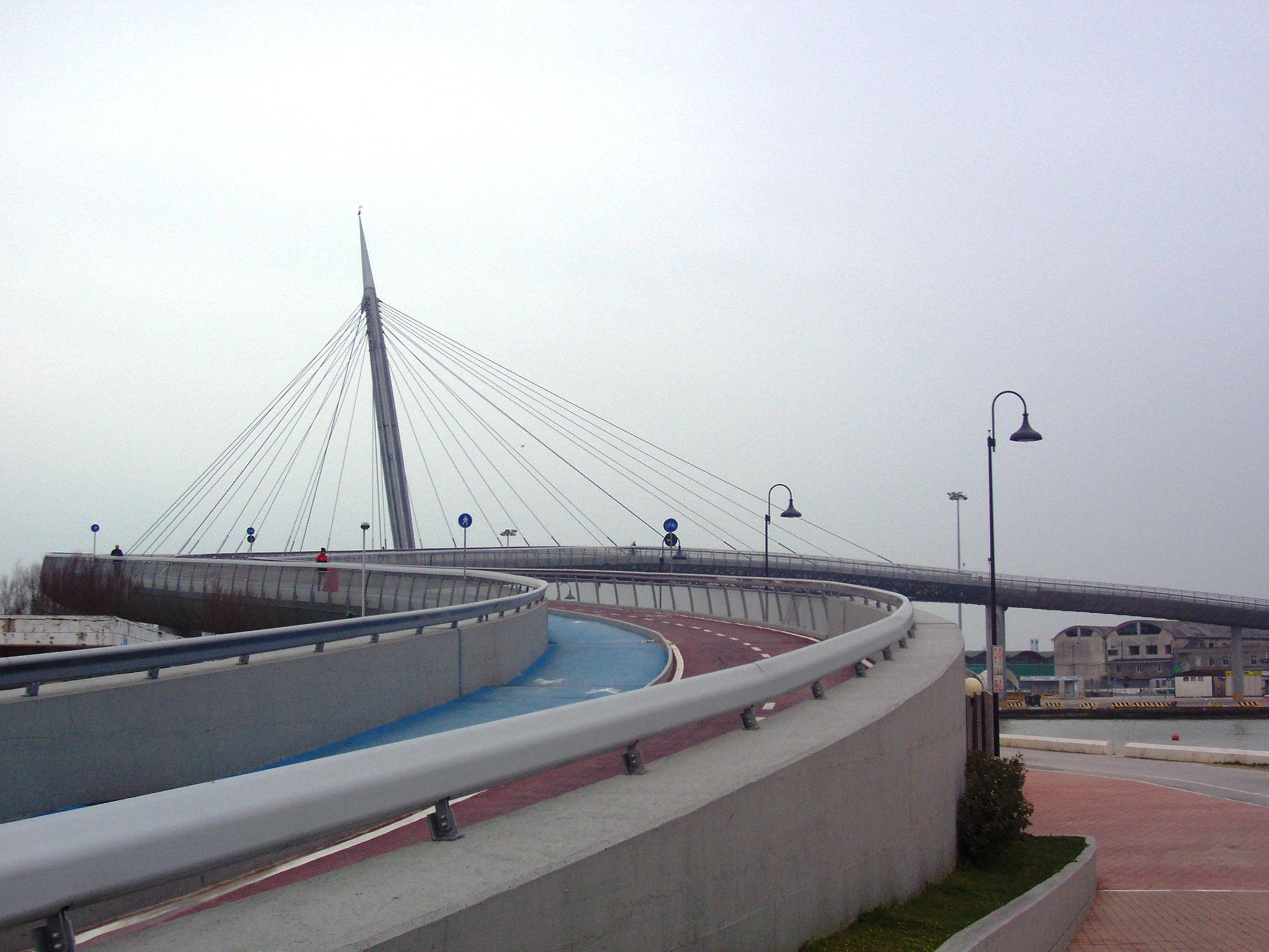 L'appuntamento all'imboccatura del Ponte del Mare