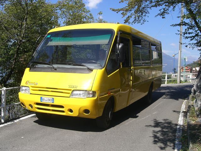Uno scuolabus in funzione