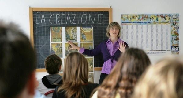 Un'insegnante di religione in aula