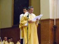 Mons. Gino Cilli, rettore uscente del Seminario regionale di Chieti, presenta don Luca