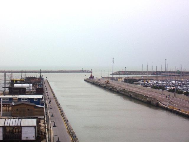 Il porto di Pescara insabbiato
