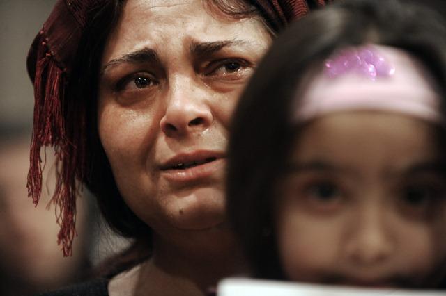 ROMA 9-2- 2011. SANTA MARIA IN TRASTEVEREVEGLIA PER RICORDARE I BAMBINI ROM - NOMADI RIMASTI UCCISI NELL' INCENDIO DELLA LORO ABITAZIONE  PH: CRISTIAN GENNARI