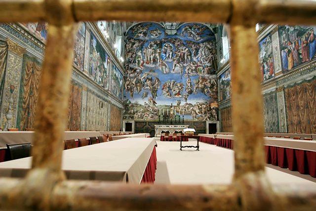 16-04-2005 Città del VaticanoInterni VaticanoPreparativi per il conclaveLa Cappella Sistina pronta per accogliere il Conclave che avrà inizio Lunedì pomeriggio.