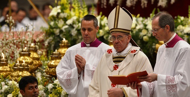 VATICAN-POPE-HOLY SATURDAY-EASTER VIGIL