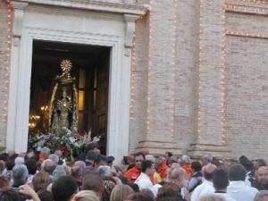 La processione della Madonna dei Sette Dolori un uscita dalla Basilica di Pescara Colli