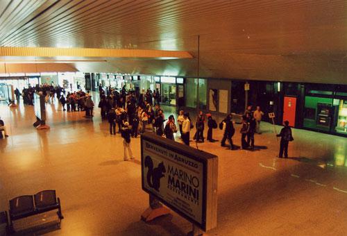 L'interno della stazione di Pescara centrale