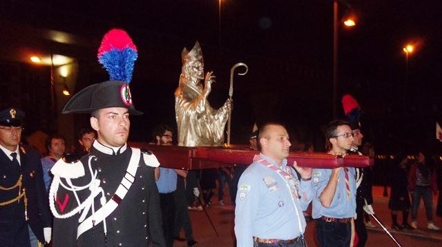 Il busto argenteo di San Cetteo portato in processione