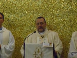 Monsignor Valentinetti, durante la celebrazione