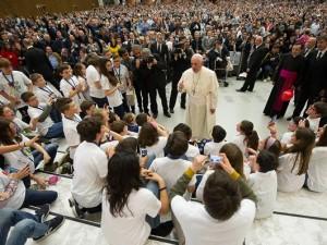 Papa Francesco incontra un gruppo di ragazzi di Azione cattolica