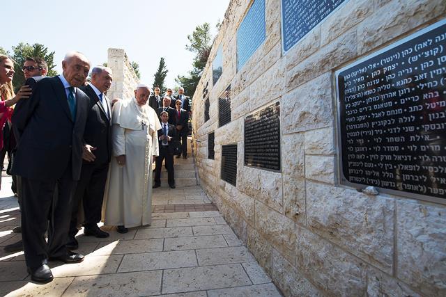 Yad Vashem-Papa  Francesco