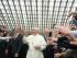Papa Francesco entra nell'Aula Paolo VI e saluta i fedeli