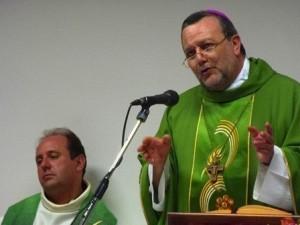 Monsignor Tommaso Valentinetti, arcivescovo di Pescara-Penne, con don Marco Pagniello