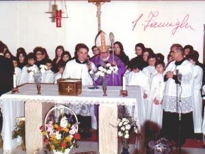 Mons. Antonio Iannucci ritratto durante una visita nella parrocchia pescarese della Santa Famigiia