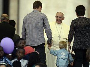 Papa Francesco incontra una famiglia