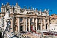 Piazza San Pietro gremita durante la cerimonia di beatificazione