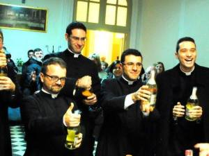 sacerdoti in festa