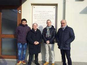 Al centro il direttore della Caritas don Marco Pagniello, affiancato dal presidente della Provincia di Pescara Antonio Di Marco