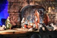 Una scena del presepe allestito in piazza San Pietro