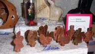 Un presepe realizzato lavorando bossoli di proiettile, dell'associazione Mousiké