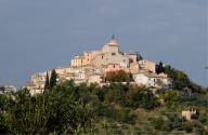 Una visuale di Collecorvino, dominata dal campanile di Sant'Andrea Apostolo