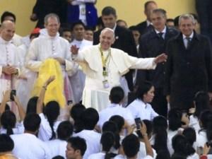 Papa Francesco sia avvia a celebrare la Santa Messa conclusiva a Manila