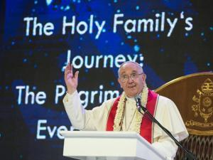 Papa Francesco parla alle famiglie riunite a Manila