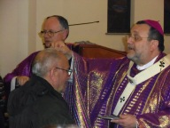 Mons. Valentinetti impartisce le ceneri