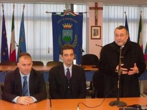 L'arcivescovo Valentinetti affiancato dal sindaco di Montesilvano Francesco Maragno e dal vice sindaco Ottavio De Martinis