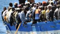 Un barcone carico di migranti
