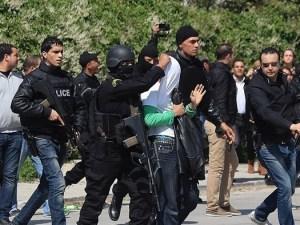 L'arresto di uno degli attentatori, compiuto dalle teste di cuoio della Polizia tunisina