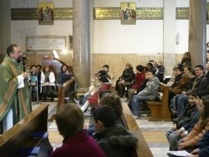 Una comunità parrocchiale riunita a messa