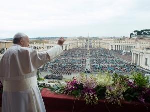 Papa Francesco impartisce la benedizione Urbi et Orbi