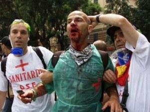Un giovane rimasto ferito al G8 di Genova, durante gli scontri con le Forze dell'Ordine
