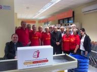 I volontari dell'Emporio con don Marco Pagniello e l'arcivescovo Valentinetti