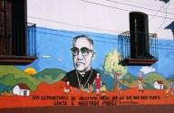 Un murales dedicato a monsignor Romero nella sua San Salvador