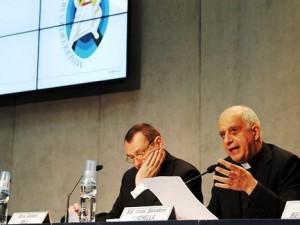 Monsignor Rino Fisichella, presidente del Pontificio Consiglio per la nuova evangelizzazione, presenta il logo del Giubileo della misericordia
