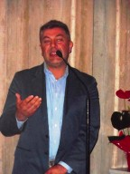 L'artista Francesco Carullo, esecutore dell'opera