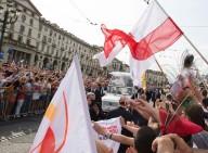 L'arrivo di Papa Francesco in piazza Vittorio, a bordo della jeep