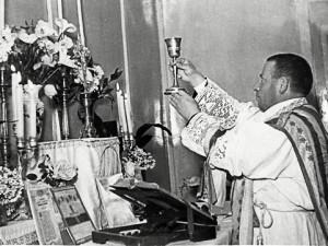 Don Luigi Orione celebra la sua prima messa