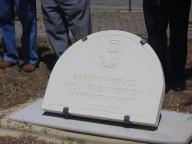 La targa in pietra bianca della Maiella, intitolata a Witold Pilecki