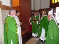Un momento di preghiera, davanti la tomba dell'arcivescovo emerito Iannucci