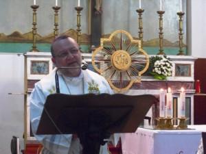 Mons. Tommaso Valentinetti, arcivescovo di Pescara-Penne, pronuncia l'orazione alla Veglia per il Sinodo