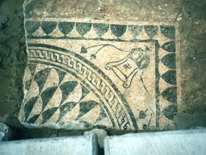 Un'immagine del mosaico, rinvenuto oltre dieci anni fa sulla golena sud del fiume Pescara