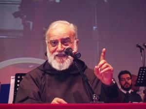 Padre Raniero Cantalamessa, predicatore della Casa pontificia, durante il suo intervento