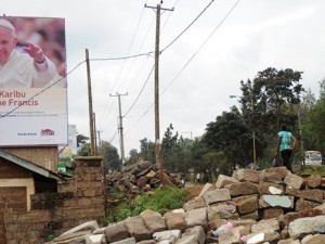 I manifesti, in Kenya, annunciano la visita di Papa Francesco