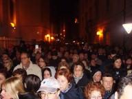 I fedeli in attesa dell'apertura della Porta santa
