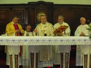 L'arcivescovo Valentinetti, il vescovo Seccia e il vicario generale Amadio concelebrano la Santa messa